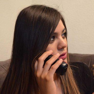 girl-calling