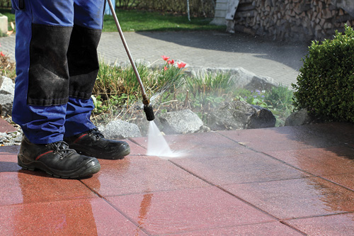 Cleaning with high pressure.