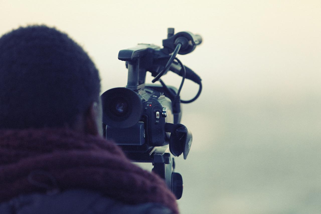 videographer-698667_1280