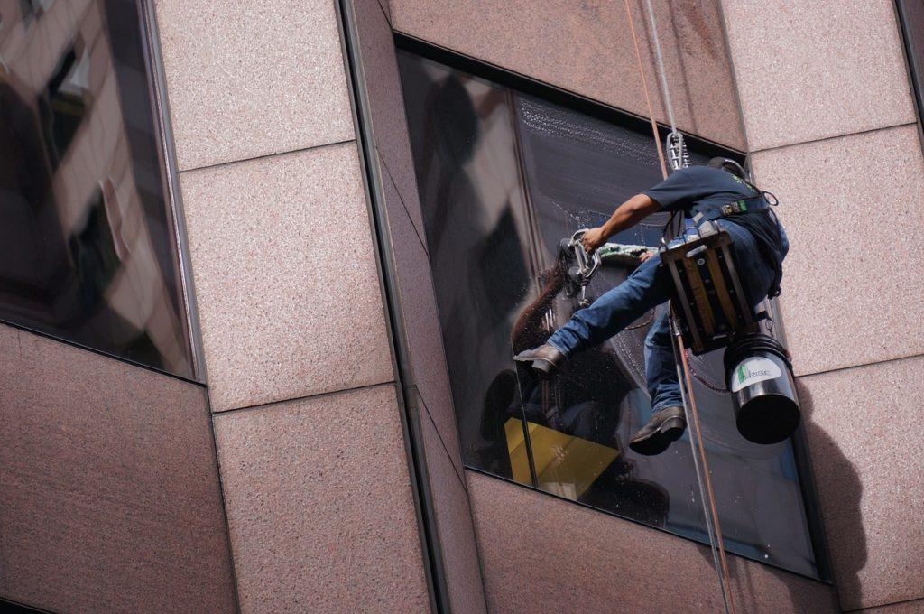 worker-3451345_1280